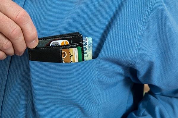 wallet-2668502_640.jpg